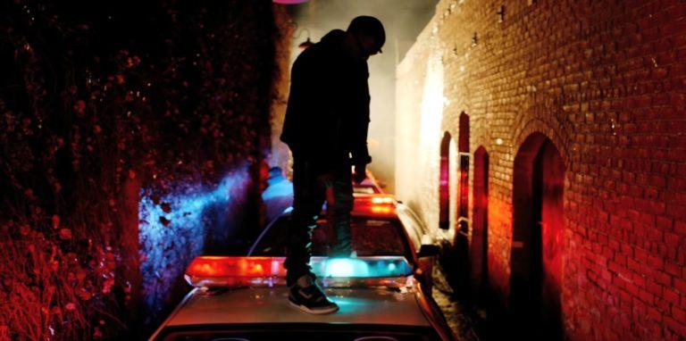 Dlaczego raper musi je*ać policję