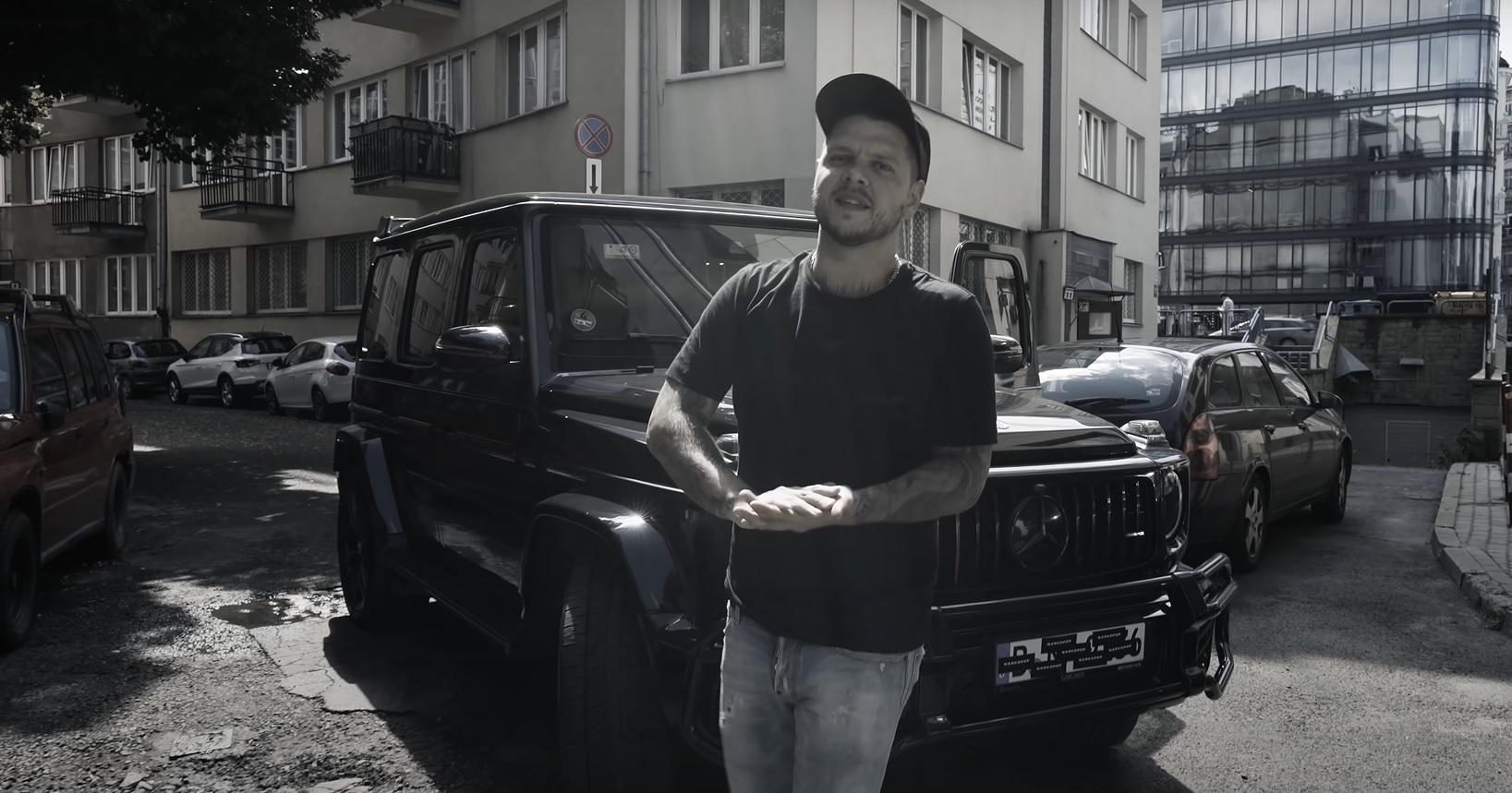 """""""Ciemnota wierzy w dopłatę z jej kielni"""" - Kaz Bałagane nie zawodzi w nowym singlu"""